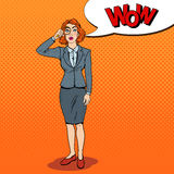 Bruit Art Amazed Business Woman avec la loupe Images libres de droits