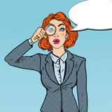 Bruit Art Amazed Business Woman avec la loupe Photo stock