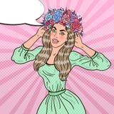 Bruit Art Beautiful Woman dans l'amour avec la guirlande de fleur Photo stock