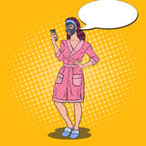 Bruit Art Beautiful Woman dans un masque noir cosmétique Soins de la peau et beauté illustration de vecteur