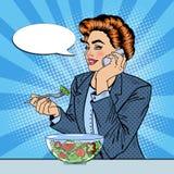 Bruit Art Business Woman Talking sur le téléphone et la salade de consommation Photos libres de droits