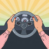 Bruit Art Female Hands sur la roue de voiture Piloter sûr illustration stock