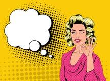 Bruit Art Pretty Blonde Woman Winking et représentation de l'OK de signe Affiche joyeuse de vintage de fille avec la bulle comiqu Image libre de droits
