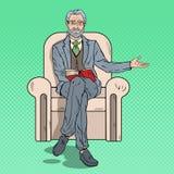 Bruit Art Senior Businessman Sitting dans la chaise et pointage de l'espace de copie Image stock