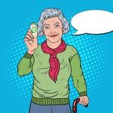 Bruit Art Senior Happy Woman avec des pilules Concept de soins de santé Images stock