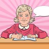 Bruit Art Smiling Schoolgirl Doing Homework Concept éducatif Photos libres de droits