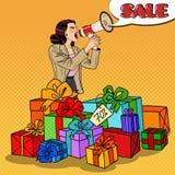 Bruit Art Woman avec le mégaphone favorisant la grande vente se tenant dans des boîte-cadeau Image libre de droits