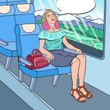 Bruit Art Young Woman Travelling par chemin de fer avec des écouteurs Heure de se déplacer Photo stock