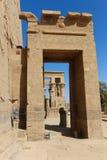 Bruit et lumière avec des hiéroglyphes sur le temple d'Isis Philae, Egypte photographie stock