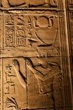 Bruit et lumière avec des hiéroglyphes sur le temple d'Isis Philae, Egypte images stock