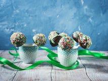 Bruits colorés de gâteau de chocolat Photos stock