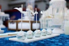 Bruits et petits gâteaux de gâteau images stock