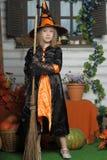 Bruja bonita de Halloween Imagen de archivo libre de regalías