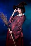 Bruja embarazada. Víspera de Todos los Santos Fotos de archivo
