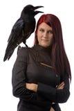 Bruja joven con el cuervo Fotos de archivo