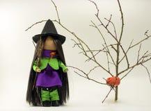 Bruja preciosa el Halloween Fotos de archivo