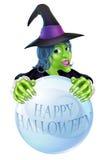 Bruja y bola de cristal de Halloween Fotografía de archivo