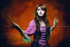 Bruja y la vara mágica Fotografía de archivo libre de regalías