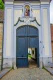 BRUJAS, BÉLGICA - 11 DE AGOSTO DE 2015: Entrada de la puerta Fotografía de archivo
