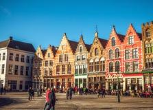 BRUJAS, BÉLGICA - 17 DE ENERO DE 2016: Cuadrado de Grote Markt de la Navidad en la ciudad medieval hermosa Brujas Fotografía de archivo