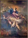 BRUJAS, BÉLGICA - 12 DE JUNIO DE 2014: La suposición de la Virgen María por M Vanduvene a partir del 17 centavo Fotos de archivo