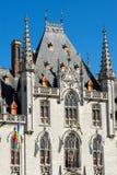 BRUJAS, BÉLGICA EUROPA - 25 DE SEPTIEMBRE: Ayuntamiento en el mercado Squa Fotos de archivo libres de regalías