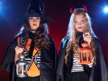 Brujas con las linternas Fotografía de archivo