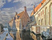 Brujas - hospital y canal viejos Fotografía de archivo libre de regalías