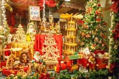 Brujas Ventana adornada de la tienda Foto de archivo libre de regalías