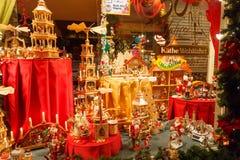 Brujas Ventana adornada de la tienda Fotografía de archivo libre de regalías
