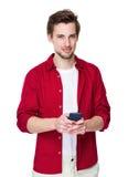 Bruk för ung man hans mobiltelefon Arkivbilder