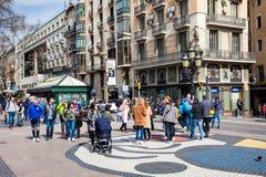 Bruk mozaika Joan Miro przy losu angeles Rambla zwyczajną ulicą w Barcelona Hiszpania obraz royalty free
