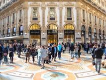 Bruk w Galleria Vittorio Emanuele II w Mediolan obraz stock