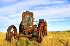 bruka traktoren Arkivbilder