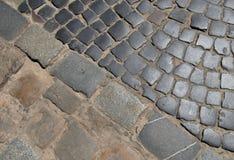 Brukowa bruku i ulicy tekstura Diagonalny rozdzielenie Obrazy Stock
