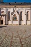 Brukowa labitynt przed St Nikolaus kościół, Rosenheim Obraz Royalty Free