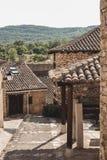 Brukowiec ulica w wiosce, Horcajuelo De Los angeles Sierra, Madryt, Hiszpania obrazy royalty free