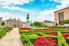 BRUKSELA BELGIA, LIPIEC, - 07, 2016: Turyści blisko Kunstberg lub Obrazy Royalty Free