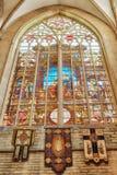 BRUKSELA BELGIA, LIPIEC, - 07, 2016: Witraż wśrodku Cathedr Fotografia Stock