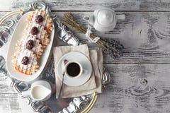 Brukselscy gofry z jagodami i kawą zdjęcie royalty free