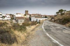 Brukujący drogowy omijanie przez Badenas wioski, prowincja Teruel, Aragon, Hiszpania fotografia royalty free