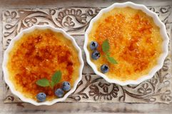 brulee焦糖的奶油色奶油点心法国糖顶部传统香草 库存照片