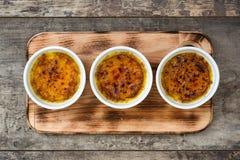Brulee efterrätt för traditionell fransk kräm med caramelized socker överst Royaltyfria Foton