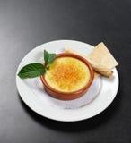 Brulee Franse dessert van de room Stock Afbeeldingen