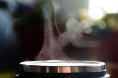 Brume über Tee- oder coffeschale stockfotografie