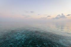 Brume au-dessus de la vue de mer Image libre de droits