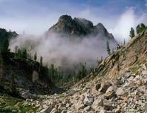 Brume au-dessus de lac sawtooth, région sauvage de dent de scie, Idaho image stock