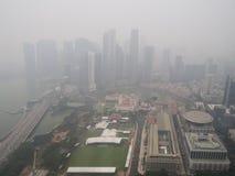 Brume au-dessus de Singapour images libres de droits