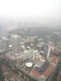 Brume au-dessus de Singapour image stock