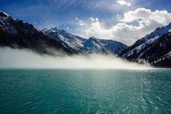 Brume au-dessus du lac Photo libre de droits